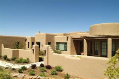 Pueblo revival houses in santa fe stucco walls adobe for Adobe home builders california