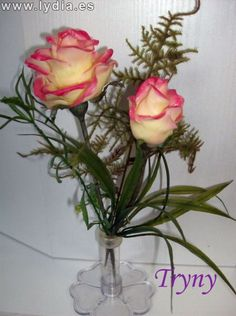 Todo Flores de Porcelana Fria: Rosas Paso a paso Fondant Flowers, Clay Flowers, Pasta Flexible, Flower Centerpieces, Cold Porcelain, Gum Paste, Diy Projects To Try, Beautiful Roses, Decoupage