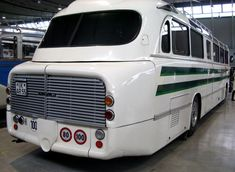 Retro Bus, Busse, Transportation Design, Locomotive, Old Cars, Custom Cars, Cars And Motorcycles, Vintage Cars, Mercedes Benz