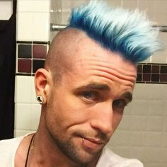 Final result from last night's color work. My hair is ready for winter. Mens Hair Colour, Cool Hair Color, Psychobilly Hair, Vegas Hair, Mohawk Hairstyles, Fresh Hair, Creative Hairstyles, Cut And Color, Blue Hair