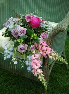 Picking a wedding bouquet can be tricky. Learn about 6 styles of wedding bouquets and how to choose one for your wedding. Easy to DIY your wedding flowers. Diy Your Wedding, Handmade Wedding, Wedding Ideas, Summer Flowers, Beautiful Flowers, Beautiful Bouquets, Summer Wedding Bouquets, Summer Weddings, Cottage Wedding