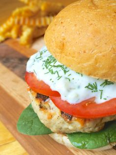 Greek Turkey Burger with Greek Tzatziki Sauce ~ Greek-style turkey burgers are grilled to perfection and topped with a creamy garlic and dill tzatziki sauce. Protein packed and exploding with flavor! ~ The Lemon Bowl Greek Burger, Greek Turkey Burgers, Beef Burgers, Veggie Burgers, Salsa Tzatziki, Tzatziki Sauce, Hamburgers, Cheeseburgers, Cooking Recipes