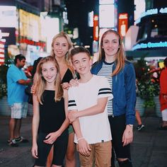 Happy birthday to my big sis we ❤️ you Johnny Orlando 2016, Johnny Orlando Girlfriend, Siblings Goals, Sisters Goals, Maddie And Mackenzie, Mackenzie Ziegler, Outfits 2016, Cute Outfits, Teen Boys