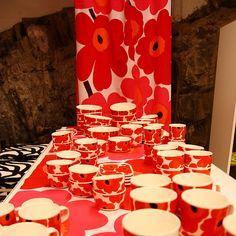Unikko fabric and mugs by Marimekko Textile Patterns, Textile Prints, Textiles, Marimekko, Surface Pattern Design, Pattern Designs, Clever Design, Life Design, Pattern Illustration