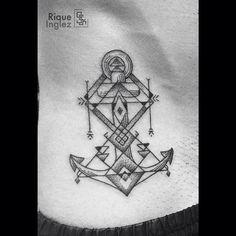 Âncora geométrica do joão ⚓️ #anchor #anchortattoo #geometry #geometrictattoo #equilattera #blackwork #blacktattoo #blxckink #tattoo #riodejaneiro #riqueinglez #novecink