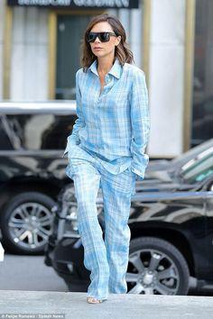8 Celebridades que arrasam no look pijama - Guita Moda Victoria Beckham Makeup, Moda Victoria Beckham, Victoria Beckham Outfits, Victoria Beckham Style, Victoria And David, Victoria Fashion, Pajama Outfits, Girl Fashion, Fashion Outfits