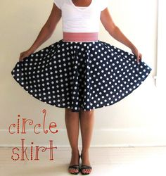 My *PINK* Life: Red, White & Blue- sewing a circle skirt Sewing Hacks, Sewing Tutorials, Sewing Crafts, Sewing Projects, Sewing Patterns, Diy Circle Skirt, Circle Skirt Tutorial, Circle Skirts, Circle Circle