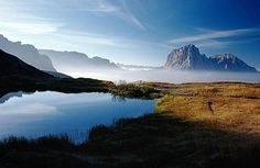 il laghetto Iman sull'Alpe di cisles con il Sassolungo sullo sfondo