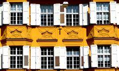 Windows in yellow - Bolzano (Italy)