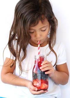 8 Infused Water Recipes Kids Will Actually Drink + Stir Stick Idea – 80 Days Restaurant Lime Infused Water, Infused Water Recipes, Infused Water Bottle, Fruit And Veg, Fun Fruit, Paleo Kids, Healthy Sweet Treats, Stir Sticks, Healthy Eating Tips