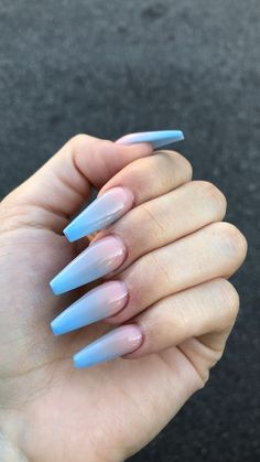 Semi-permanent varnish, false nails, patches: which manicure to choose? - My Nails Nails Yellow, Blue Ombre Nails, Ombre Nail Art, Acrylic Nails Coffin Ombre, Gorgeous Nails, Pretty Nails, Hair And Nails, My Nails, Nagel Hacks