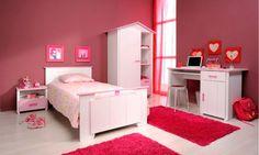 Habitación rosa con muebles para niña