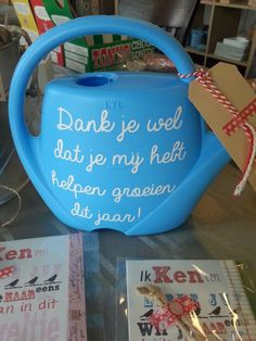 Juf kadootjes #uniek4u #hipinholland Kijk ook voor gepersonaliseerde bedankjes… Little Presents, Diy Presents, Little Gifts, Teacher Appreciation Gifts, Teacher Gifts, Craft Gifts, Diy Gifts, Diy For Kids, Crafts For Kids