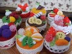 DIY!ペットボトルのキャップを可愛くリメイク♡ | Handful Food Crafts, Cute Crafts, Crafts To Do, Diy Food, Felt Cake, Felt Food, Pet Bottle, Felt Diy, Miniature Food