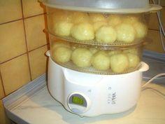 """Vepřová na smetaně a vídeňský bramborový """"knedlik"""", recept. • Co že to jedli u Krausů na Hod boží? • Jak připravit vepřovou pečeni na smetaně? • Byl to nefalšovaný typický suchý vídeňský bramborový """"knedlik"""", a nebo svrchu oslizlý, uvnitř kyprý a vláčný nok? • Vaříme podle Pelíšků. • Steamer Recipes, Rice Cooker, Kitchen Appliances, Food, Diy Kitchen Appliances, Home Appliances, Essen, Meals, Kitchen Gadgets"""