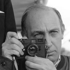 Camera Photography, Love Photography, Digital Photography, Black And White Photography, Portrait Photography, Photographer Self Portrait, Photo Portrait, Portrait Poses, Magnum Photos