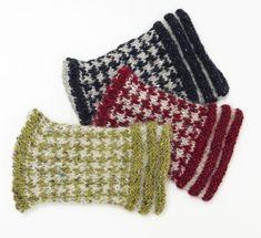 Pulsvärmare i olika färger Knit Mittens, Mitten Gloves, Wrist Warmers, Hand Warmers, Free Knitting, Knitting Patterns, How To Purl Knit, Handicraft, Fingerless Gloves