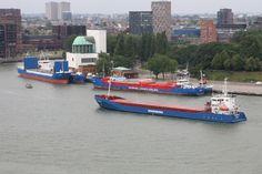 http://koopvaardij.blogspot.nl/2017/07/het-is-vandaag-3-juli-2017-aan-de.html    Het is vandaag 3 juli 2017 aan de Parkkade in Rotterdam  allemaal blauwe rompen wat de klok slaat