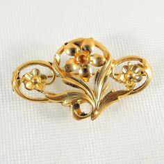 A charming solid gold pin... REDUCED Edwardian solid gold brooch Gold flower French