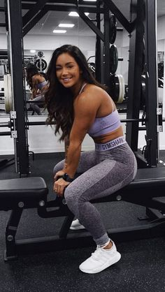 We love a cute purple workout outfit combo. @hannaoeberg styles the Energy Seamless Sports Bra and Flex Leggings. #cuteoutfits