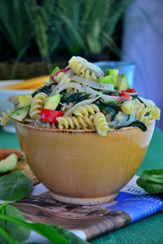 An Easy, Healthy Dinner You'll Love: Spinach Avocado Pasta #glutenfree