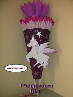 Ich biete hier eine sehr schöne, geschmackvolle Schultüten-Bastelpackungen für Mädchen an:  *Pegasus lila*  Der Preis bezieht sich auf ein Bast...