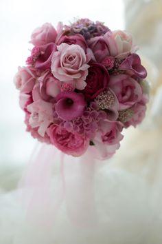 ピンクのオールドローズを入れながらいろいろな花で、そういうリクエストでした。使ったバラは中央のオルフェウス、ベルカント、イブピアッチェにイブミオラ、小さな...