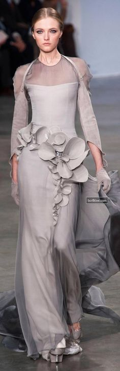 View all the catwalk photos of the Stephane Rolland haute couture spring 2013 showing at Paris fashion week. Read the article to see the full gallery. Stephane Rolland, Style Couture, Couture Fashion, Runway Fashion, Paris Fashion, Couture 2015, Spring Couture, Grey Fashion, Look Fashion