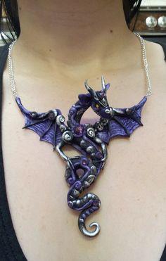 Colgante Dragon morado y negro por MakoslaCreations en Etsy