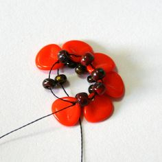 Photo tutorial for this beaded flower piece.