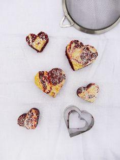 {Valentine's} Red Velvet Cream Cheese Brownies | Freutcake
