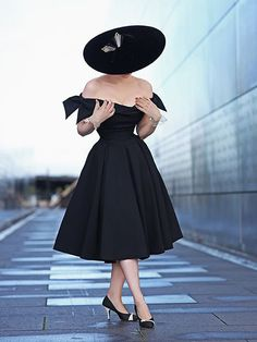 Black Bow Draped Off Shoulder Backless Party Midi Dress Source by dress outfit classy Vintage Outfits, Vintage Dresses, Vintage Fashion, Pin Up Retro, Leder Outfits, Black Midi Dress, Prom Party Dresses, Fashion Tips For Women, Timeless Fashion