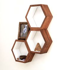 Honeycomb Cubby Shelves - Wall Shelving - Geometric Hexagon Shelves - Modern Eco Friendly Home Decor - Set of 3 Custom Medium Shelves von HaaseHandcraft auf Etsy https://www.etsy.com/de/listing/177592266/honeycomb-cubby-shelves-wall-shelving