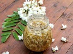 Dulceata de salcam, un adevarat medicament: ce poti trata cu ea si cum pregatesti serbetul si clatitele cu flori de salcam
