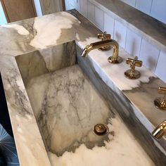 If there's one thing that knows it's that it's all in the details, no matter how small. Bathroom Inspo, Bathroom Inspiration, Bathroom Interior, Master Bathroom, Bathroom Ideas, Waterworks Bathroom, Bathroom Faucets, Sinks, Vanities