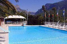 Camping Les Gorges du Loup *** Frankrijk - Provence-Alpes-Côte d'Azur - Alpes-Maritimes - Le Bar-sur-Loup |   Beoordeling: 8,3| Er is mogelijkheid tot het huren van caravans, stacaravans, appartementen en bungalows. Camping geschikt voor gehandicapten. Zwembad niet voorzien van takellift, maar langzaam aflopende bodem, plus plastic rolstoel.