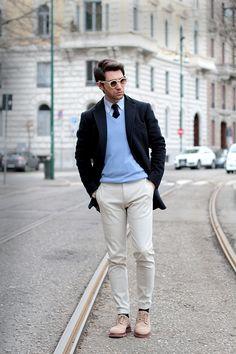 Men's Navy Overcoat, Light Blue V-neck Sweater, White Dress Shirt, Beige Chinos Light Blue Sweater, Beige Sweater, Men Sweater, Sweater Fashion, Dress Shirt And Tie, Shirt Outfit, Navy Overcoat, Beige Hose, Man Style