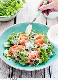 Cucumber & Smoked Salmon Salad - Sałatka z ogórkiem i wędzonym łososiem Healthy Salads, Healthy Eating, Healthy Recipes, I Love Food, Good Food, Yummy Food, Seafood Recipes, Cooking Recipes, Smoked Salmon Salad