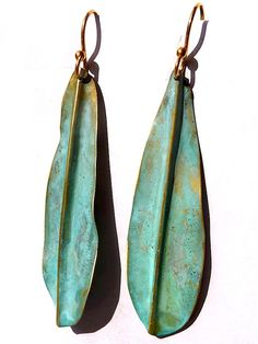 Artsy yet classic, Sibilia for IMPERIO jp earrings can be found in museum shops from London to Tokyo, and now on Taigan. These are the long leaf in vermeil with a patina finish, super lightweight. Please avoid spraying perfume or showering/swimming with these earrings as it may affect the Patina... About 2.5 long