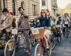 Tweed Run in London is the most well-known group bicycle ride in the world. Tweed Ride, Tartan, Plaid, Run And Ride, Plus Fours, British Traditions, Vintage Cycles, Cycle Chic, Bike Style