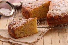 La torta di ricotta e pere è una torta alta e soffice. Preparata senza burro nè olio, è un dolce ideale per la prima colazione e la merenda.
