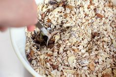 muesli with no added sugar or oil! Rolled oats, raw sunflower seeds, shaved almonds, flax seeds, dried dates and figs, golden raisins, cinnamon, salt. Breakfast Time, Breakfast Recipes, Breakfast Buffet, Easy Healthy Recipes, Healthy Snacks, Aussie Bites, Muesli Recipe, Raw Oats, Homemade Muesli
