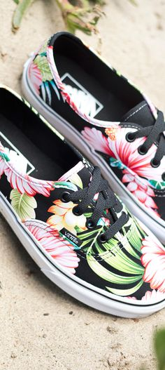 The Vans Authentic Hawaiian Floral Womens Shoes, original and now iconic style, has a simple low top, lace-up canvas upper with an all-over floral print, and metal eyelets.