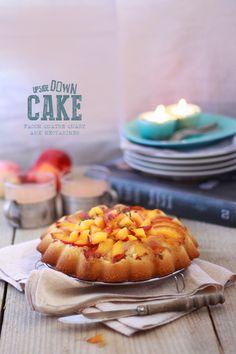 Upside down cake UPSIDE DOWN CAKE AUX NECTARINES ET CARAMEL BEURRE SALÉ