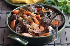 Jehněčí na tymiánu Polenta, Pot Roast, Ethnic Recipes, Food, Carne Asada, Roast Beef, Essen, Meals, Yemek