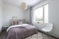 Maanläheiset sävyt kutsuvat hyville yöunille Lounge, Couch, Bed, Furniture, Home Decor, Chair, Airport Lounge, Drawing Rooms, Settee