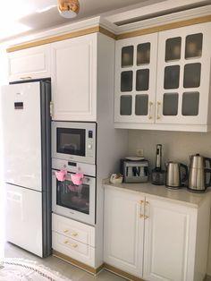 Bu göz alıcı İzmir evinin her detayı mükemmeliyetçi ev sahiplerini ele veriyor. Western Kitchen, Rustic Kitchen Decor, Modern Country, Country Decor, Glass Fridge, Glass Kitchen, Country Kitchen Designs, Glass Fit, Design Moderne
