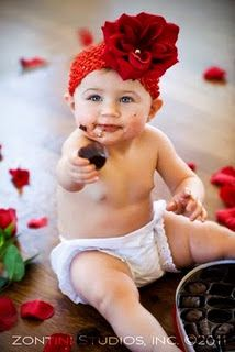 Use a Chocolate cupcake for this idea. Cute valentine photo idea to give to family. This would also look cute with the baby holding a stick of red lipstick! Valentines Day Photos, Valentine Theme, Little Valentine, Newborn Photos, Baby Photos, Fall Baby Pictures, Holiday Mini Session, Newborn Photography, Photography Ideas