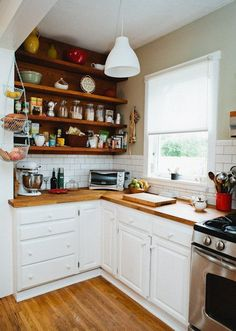 This is a beautiful small kitchen idea! Wish I had a space in my kitchen for shelves. Curse you, small condo!!!!