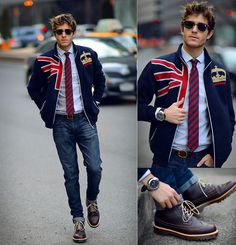 What's up doc (by Adam Gallagher) British style. Gentleman Mode, Gentleman Style, Dr. Martens, Outfit Man, Hipster Man, Burberry Men, Gucci Men, Mens Style Guide, London Calling
